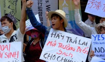 นักเคลื่อนไหวชุมนุมร้องปิดโรงงานเหล็กไต้หวันในเวียดนาม